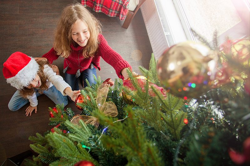 Kids decorating tree, 5 ways to have a safe holiday
