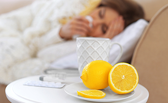 woman with a cold, laying down using remedies that ease cold symptoms sm