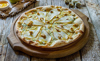 Picture of a pear and gorgonzola cheese pizza recipe sm