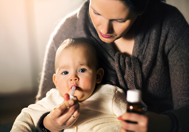 Mom and child, how to safely give your baby medicine