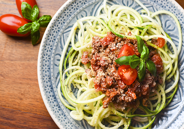 Zucchini noodles with meat sauce, healthy alternatives to pasta