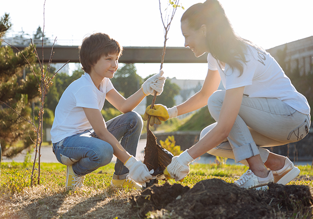 Mom and child planting a tree, benefits of volunteering