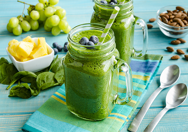 Green smoothie and other healthy foods that help fight aging