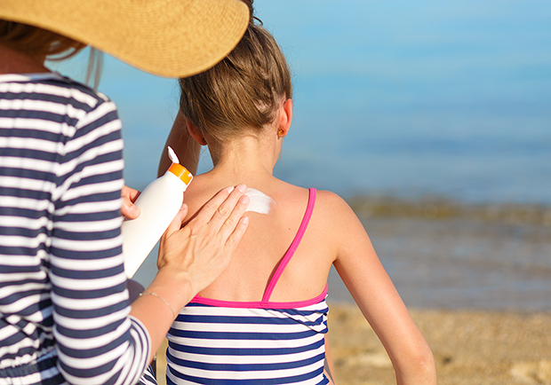 Mother putting sunblock on her child, guide to sunscreens
