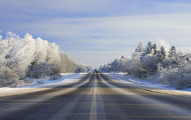 Winter road, how to drive safely in snow